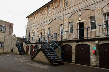 Nhà tù lâu đời nhất ở Anh mở cửa cho khách du lịch ngủ qua đêm