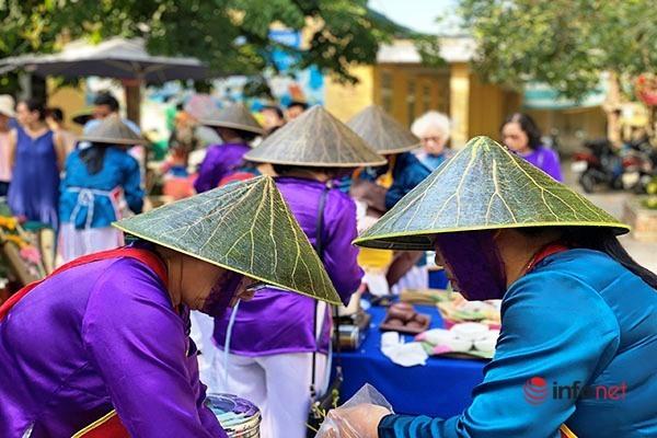 Nón lá sen độc đáo xứ Huế