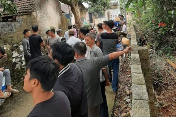 Thanh Hóa: Bàng hoàng phát hiện 2 vợ chồng tử vong tại nhà với nhiều vết đâm