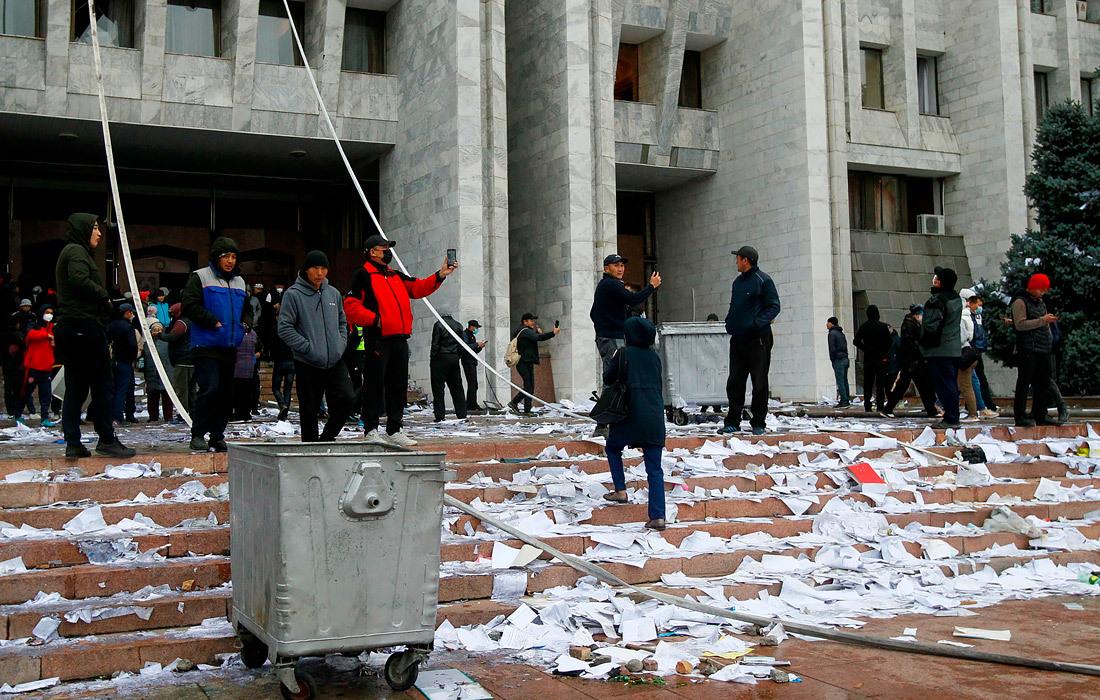 Bạo loạn ở Kyrgyzstan: Người biểu tình yêu cầu luận tội Tổng thống