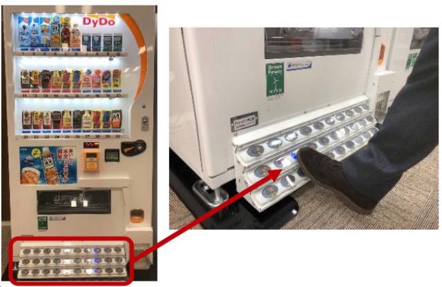 Lạ mắt máy bán hàng tự động dùng chân điều khiển ở Nhật