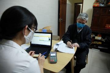Bảo hiểm xã hội chi trả lương hưu tận nhà cho người già yếu
