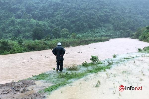 Quảng Trị: Nước sông suối dâng cao, BĐBP chốt chặn ở các đập tràn chảy xiết