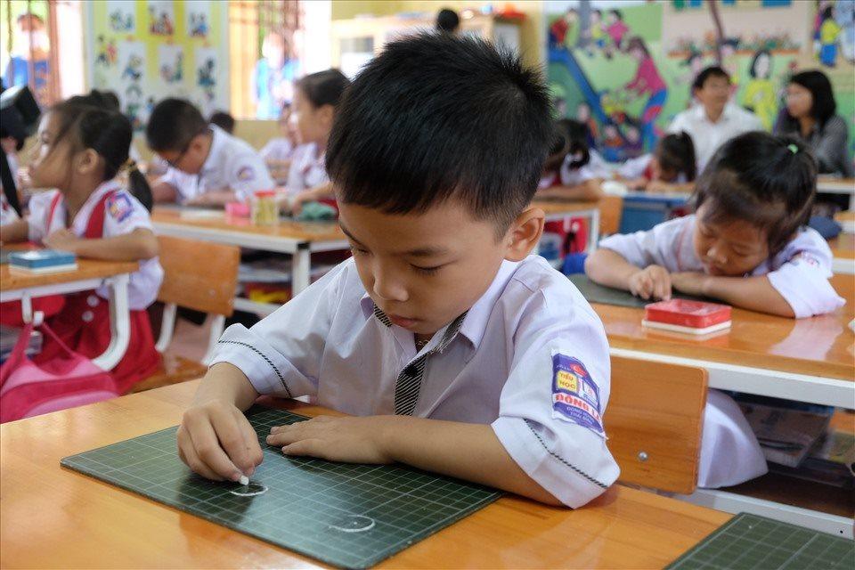 Chương trình lớp 1 quá tải: Bộ GD&ĐT chính thức trao quyền giảm tải cho giáo viên?