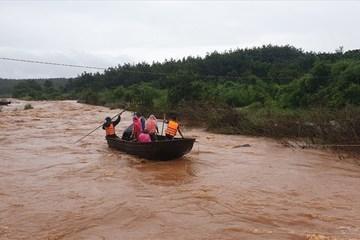 Mưa to diện rộng, nhiều nơi ngập lụt, ùn tắc giao thông ở miền Trung và Tây Nguyên