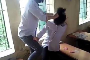 Xôn xao clip nữ sinh Nam Định đánh bạn dã man ngay trong lớp học