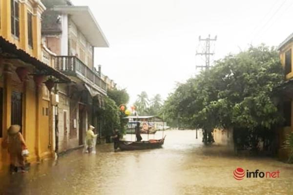 Quảng Nam mưa lớn, 'rốn lũ' Đại Lộc ngập nặng, Hội An 'đóng cửa' phố đi bộ