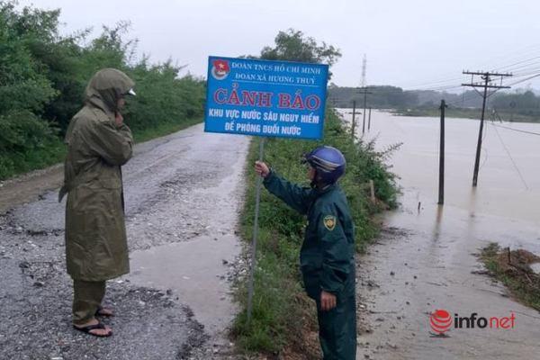 Hà Tĩnh: Mưa lớn, thủy điện xả lũ, nhiều xã miền núi bị chia cắt, 23.000 học sinh nghỉ học