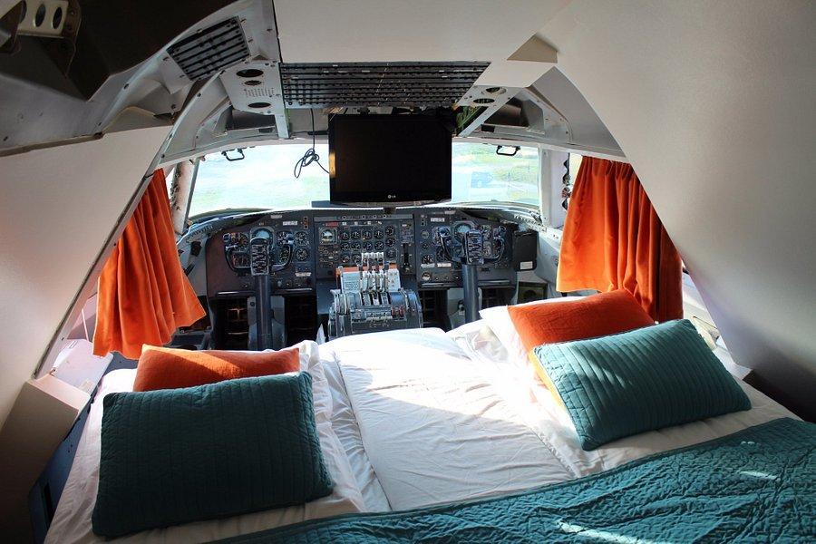 Ngủ đêm bên trong khách sạn biến hóa từ máy bay Boeing 747