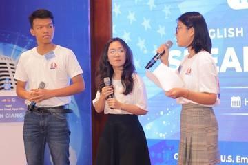 """Học sinh tranh tài hùng biện tại cuộc thi """"Speak to Lead"""""""