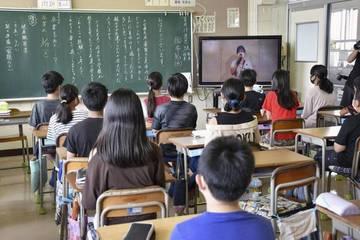 Vì sao số vụ tự tử ở phụ nữ và học sinh Nhật Bản gia tăng?