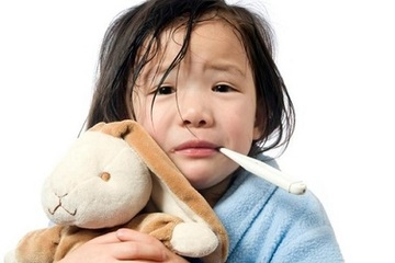 Vừa chớm lạnh đã bắt con mặc quá kín - sai lầm của mẹ Việt khiến trẻ dễ đổ ốm
