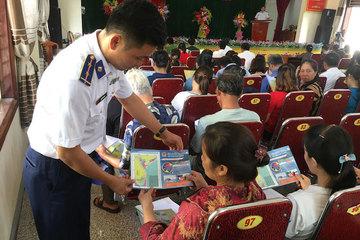 Tuyên truyền Luật cảnh sát biển Việt Nam cho nhân dân Hà Tĩnh
