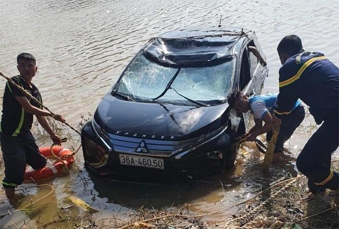 Thanh Hóa: Xe 7 chỗ lao xuống sông Mã trong đêm, 3 người tử vong