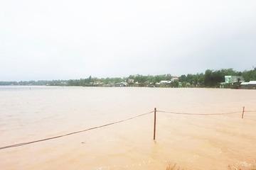 Quảng Nam: Lật ghe giữa mưa lũ, 1 người chết, 1 người mất tích