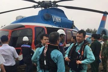Hình ảnh trực thăng cứu hộ thành công 6 thuyền viên mắc kẹt trên tàu giữa biển