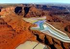 Lạ mắt hồ nước cầu vồng giữa sa mạc nước Mỹ
