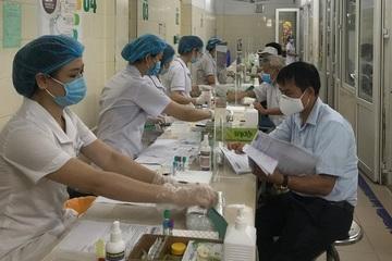 Người dân e ngại thanh toán không dùng tiền mặt, các bệnh viện vẫn gặp khó?