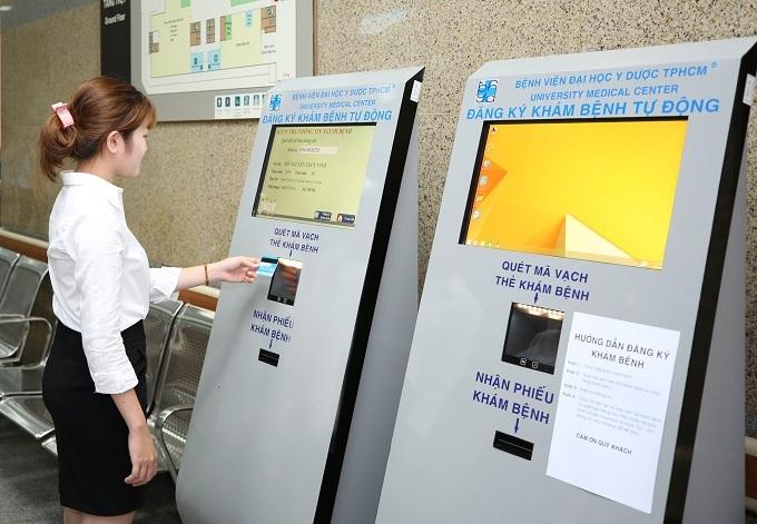 Thẻ khám bệnh tích hợp với thẻ ATM: Xu hướng mới của y tế thông minh