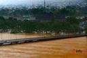 Hà Tĩnh, Quảng Bình ngập lụt sâu do lũ, áp thấp nhiệt đới sắp vào Biển Đông