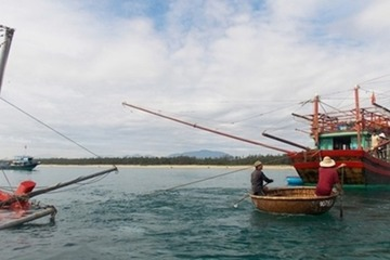 Quảng Nam: Nỗ lực tìm kiếm 3 ngư dân mất tích
