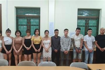 Lào Cai: Bắt quả tang 12 thanh niên tổ chức 'bay lắc' ở quán karaoke