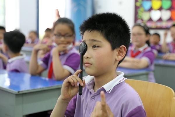 Học sinh TQ cận thị và béo phì nguy cơ trượt nguyện vọng trường cấp 3