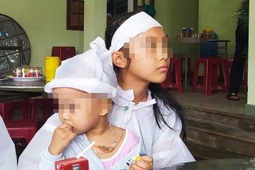"""Bé gái 2 tuổi mất bố mẹ vì nước lũ: """"Cháu cười khi thấy di ảnh mà chúng tôi lòng đau như cắt"""""""
