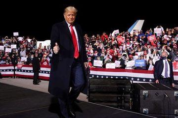 12 triệu cử tri Mỹ đi bầu sớm, ông Trump lép vế trước đối thủ Biden