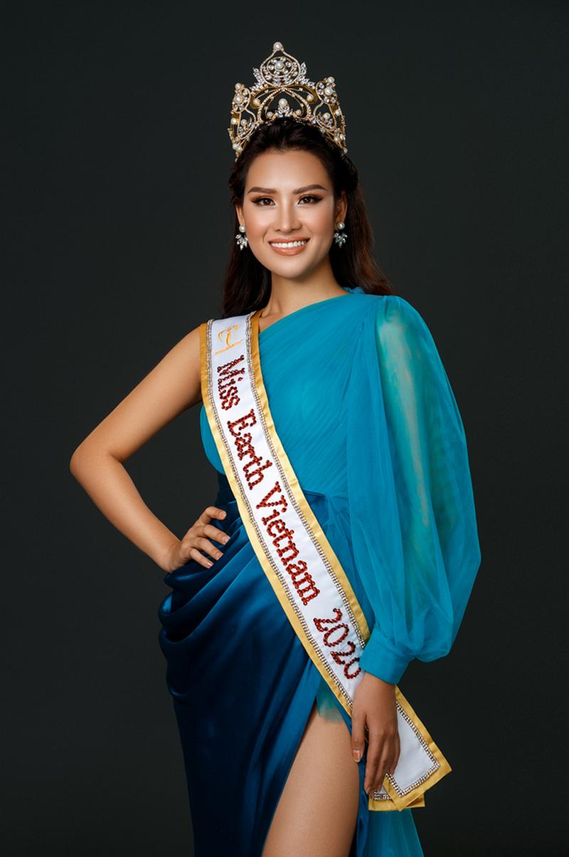Thí sinh Trung Quốc mặc áo dài truyền thống của Việt Nam để dự thi Hoa hậu Trái đất 2020?