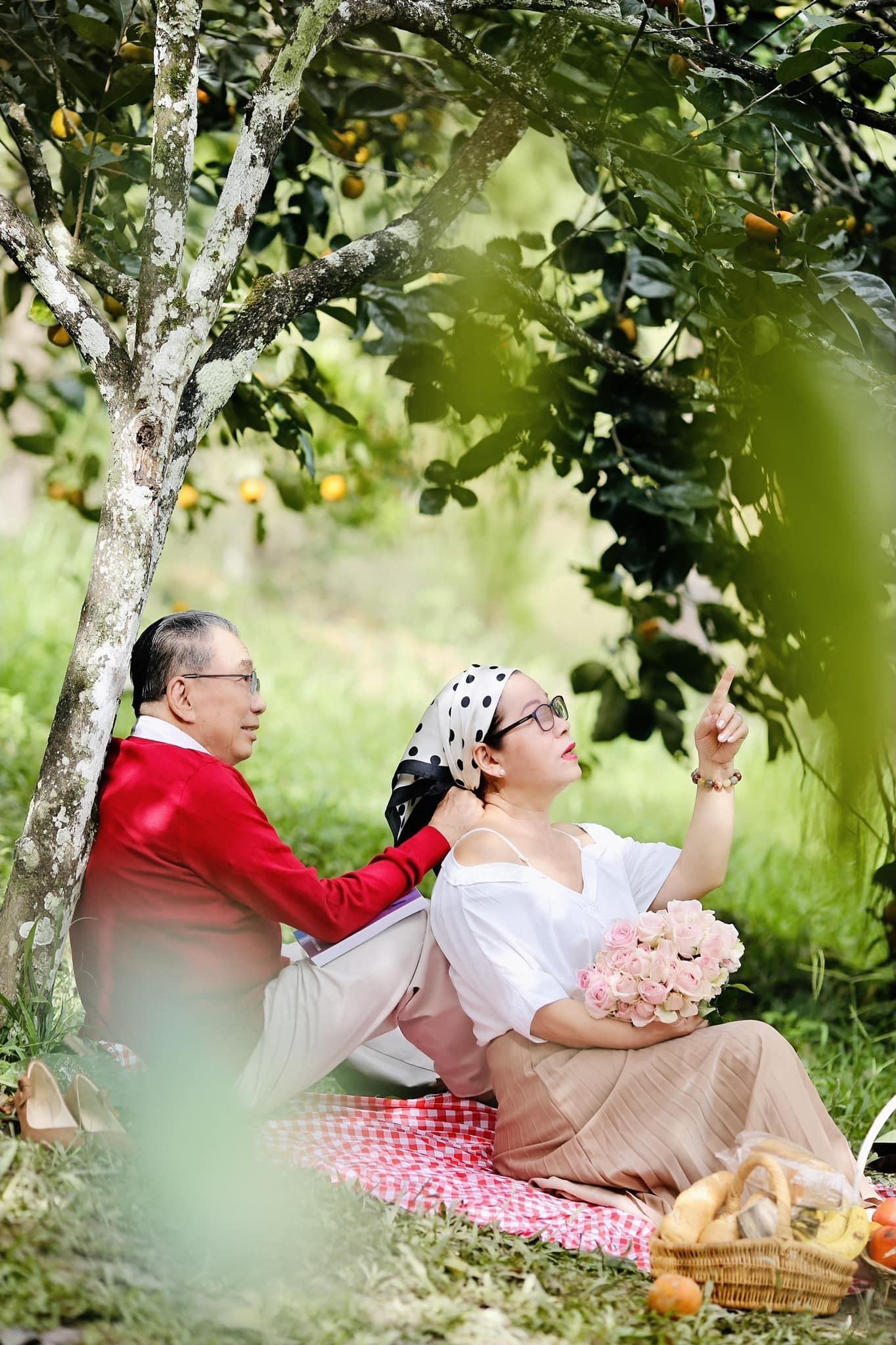 'Tan chảy' trước bộ ảnh lãng mạn của cặp vợ chồng U80