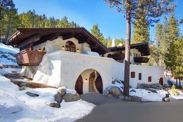 Lạ lùng ngôi nhà gỗ như phủ đầy tuyết ở  Mỹ