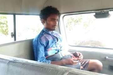 Ấn Độ: Chồng nhốt vợ trong nhà vệ sinh, vu cho bị tâm thần