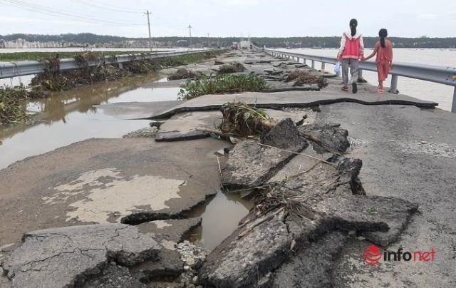 Huế: Hình ảnh sửng sốt Quốc lộ 49B 'lột vỏ' sau mưa lũ