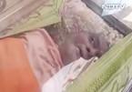 Nằm trong tủ ướp lạnh 24 giờ, cụ ông Ấn Độ bất ngờ sống lại
