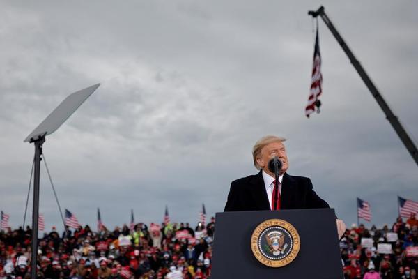 Ông Trump tới 2 bang có số ca mới mắc Covid-19 kỷ lục để vận động tranh cử