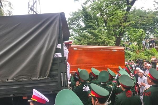 Di quan, tiễn đưa 13 cán bộ chiến sĩ hy sinh ở Rào Trăng về với đất mẹ