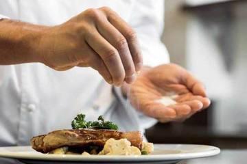 Ba cách giảm muối trong bữa ăn