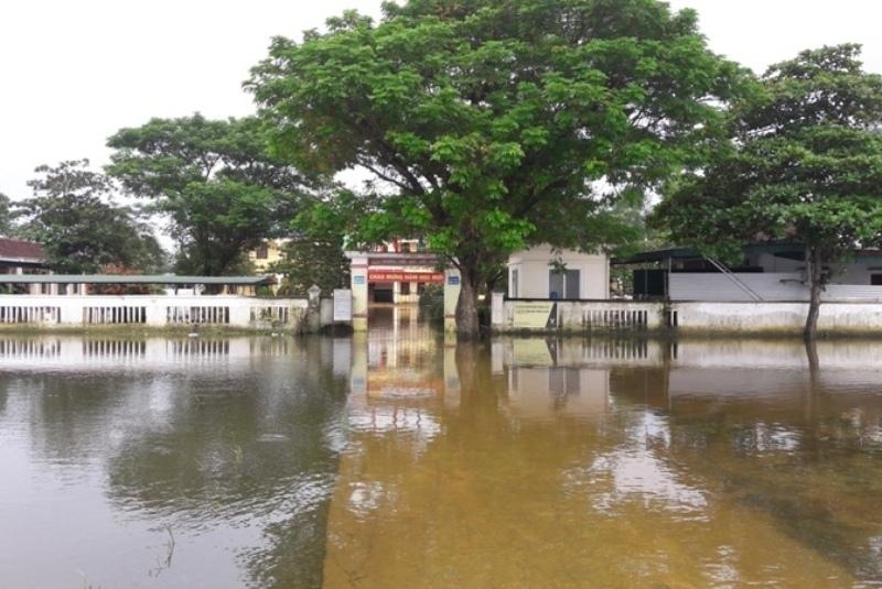 Hơn 300 nghìn học sinh Hà Tĩnh nghỉ học phòng tránh mưa lũ