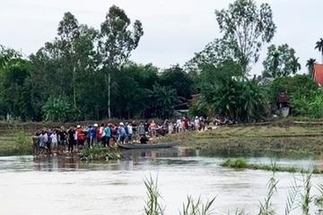 Quảng Nam: 2 nữ sinh bị cuốn trôi khi qua cầu ngập nước, một em tử vong