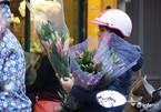 Khan hàng, giá hoa tươi, rau quả tăng vọt trước ngày lễ 20/10