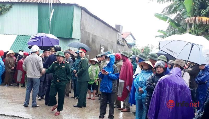 Dòng người đội mưa, khóc nghẹn tiễn đưa 4 liệt sỹ hi sinh ở Rào Trăng 3 về với đất mẹ