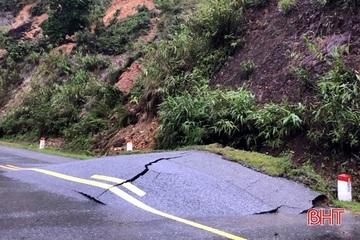 Nhiều tuyến đường ở huyện Kỳ Anh bị sạt lở nghiêm trọng