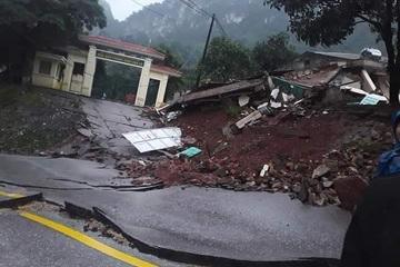 Quảng Bình: Hàng chục cán bộ chiến sĩ thoát nạn sụt trượt đất, 1 cụ bà tử vong trong lũ