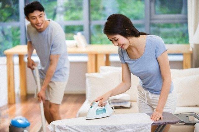 Nhiều nam giới tăng thời gian làm việc nhà từ khi có COVID-19