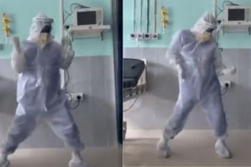 Bác sĩ Ấn Độ thể hiện tài lẻ giúp bệnh nhân bớt sợ dịch bệnh