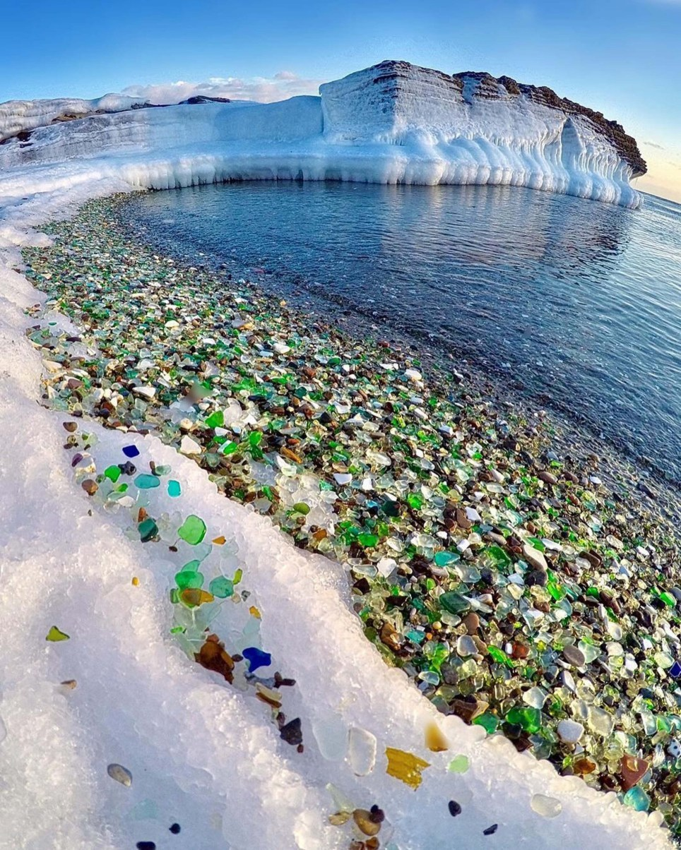 Độc đáo bãi biển thủy tinh nổi tiếng ở Nga