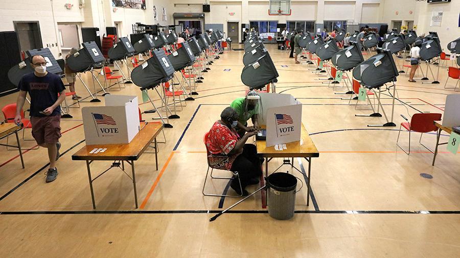 Hơn 42 triệu người Mỹ 'ùn ùn' đi bỏ phiếu sớm