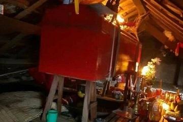 Quảng Bình: Xã hỗ trợ thuyền đưa tang cụ bà tử vong trong ngày lũ dâng, quan tài treo trần nhà suốt 5 ngày