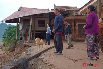 Quảng Bình: Di dời khẩn cấp hàng trăm người khỏi khu vực sạt lở đất
